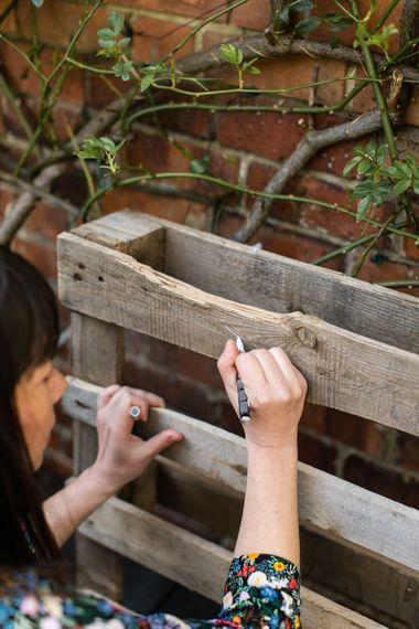 DIY Wooden Pallet Wedding Sign | Best Pen to Draw on Wood | Rustic Wedding Decor