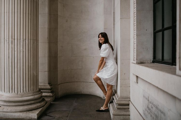 Stylish bride for city elopement
