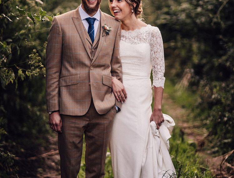 穿着礼服和礼服在布鲁克林新娘的婚礼上穿着礼服
