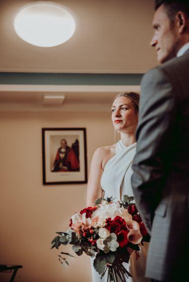 在特拉福德的市政厅举行的私密婚礼