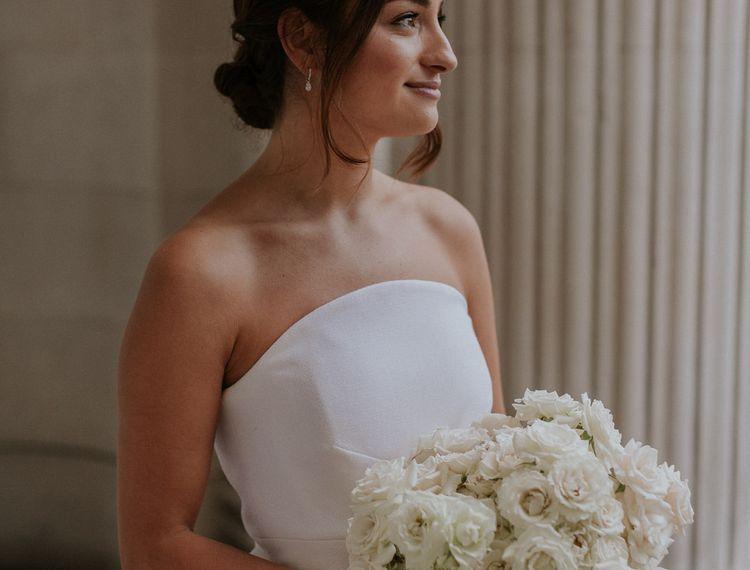 在雪白和婚礼上,婚礼上的所有的婚礼都是白色的