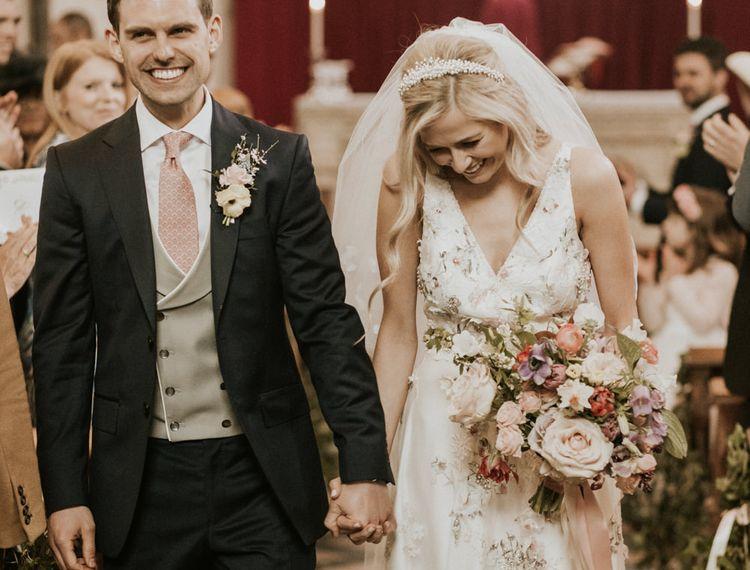 在新娘婚礼上,穿着礼服的礼服