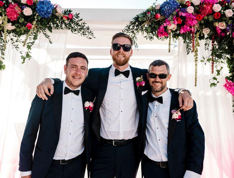 在婚礼上的伴娘和礼服