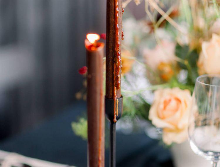 在橙色蜡烛上