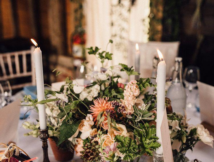 玫瑰和玫瑰花瓣的装饰仪式在婚礼上