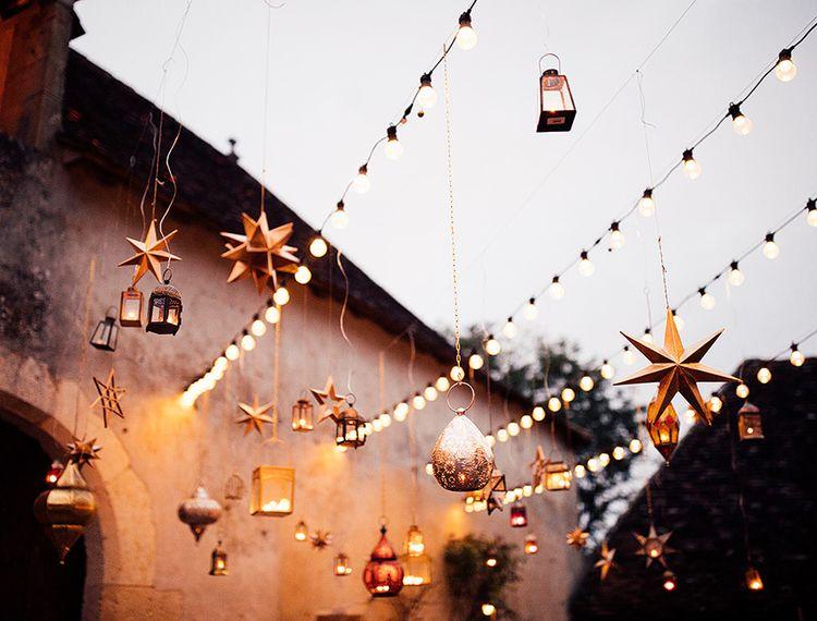 在晚上的灯光和装饰装饰和婚礼上的婚礼装饰装饰装饰