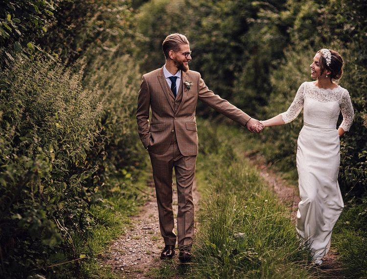 新郎和新郎在一起,拉姆斯伯里的婚礼