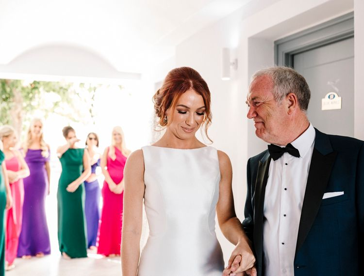 新娘和新娘女儿的婚礼前
