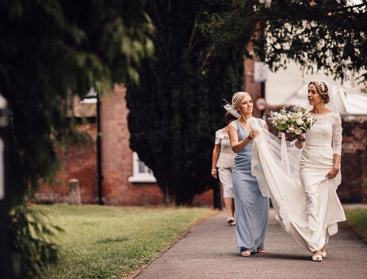 拉马拉·蔡斯的新娘在婚礼上