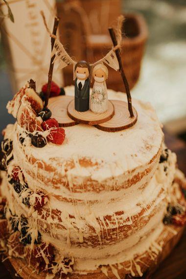 自制的婚礼蛋糕,木制的,戴着面具的
