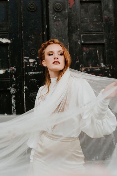 红发缎子新娘两件套婚纱