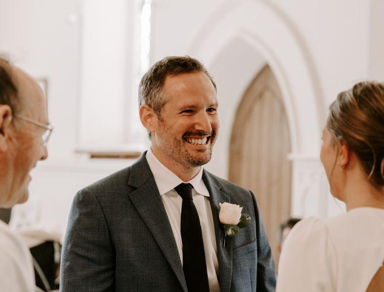 婚礼仪式期间教堂