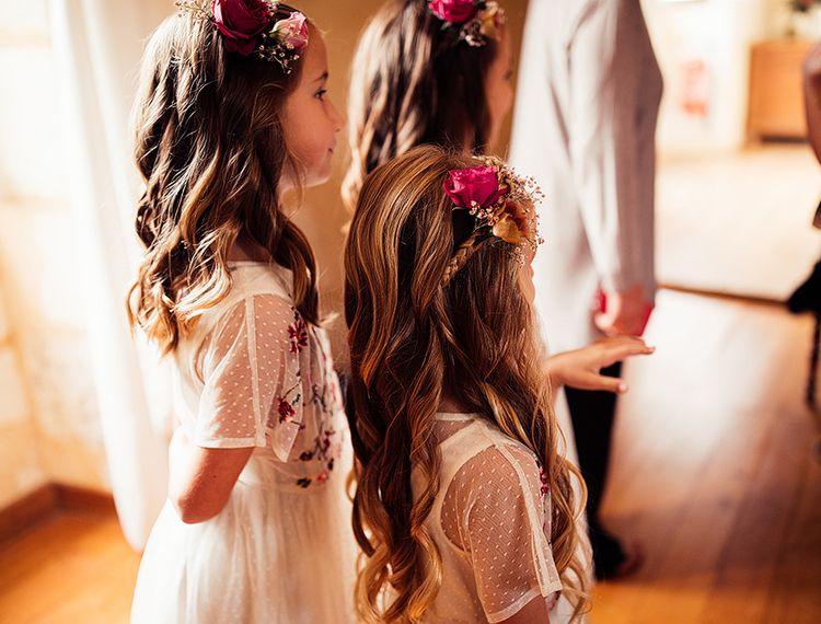 在婚礼上的女孩们