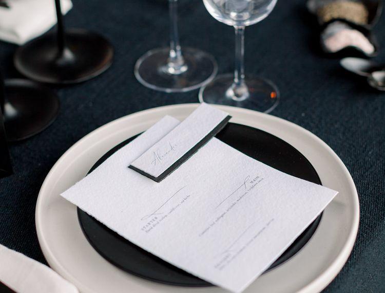 把黑色的黑白和黑桌和桌面上的东西