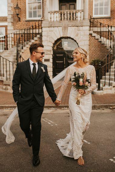 2020微型婚礼,新娘穿着婚纱