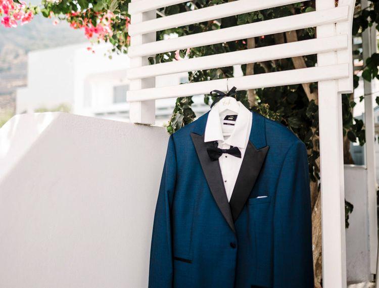 在新郎婚礼礼服的礼服上