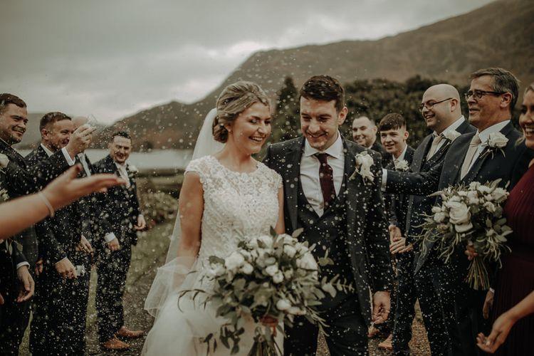 在湖边的房间里,在婚礼上