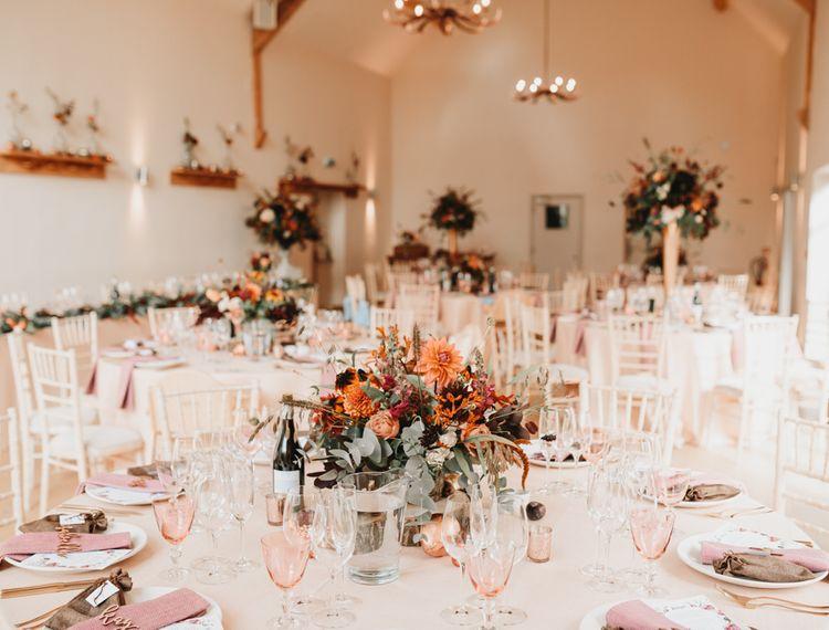 婚礼上的装饰装饰,装饰礼服,装饰的装饰和装饰,还有彩色奶酪。
