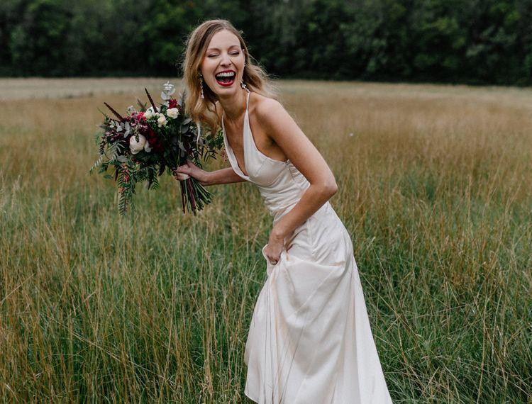 新娘新娘穿着红裙子的裙子红礼服