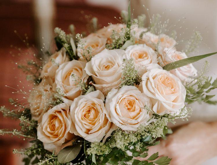 婚礼礼服的新娘礼服