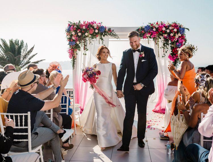 在新郎和婚礼上举行婚礼仪式