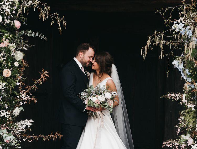 在婚礼上,参加婚礼和新郎的婚礼