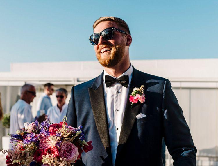 戴着墨镜和戴眼镜的新娘戴着墨镜