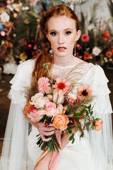 桃色和珊瑚色婚礼花束