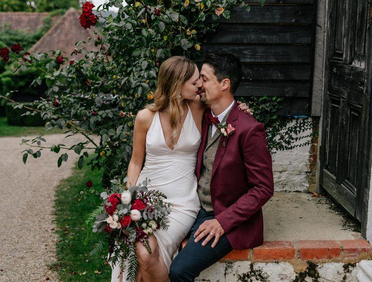 新郎和新郎在婚礼上亲吻