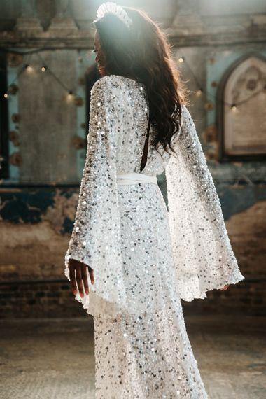 身着银色亮片婚纱的新娘