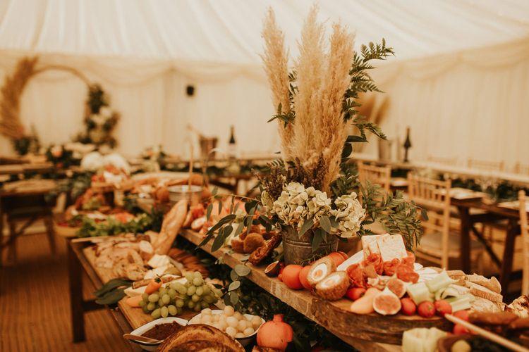 家庭式婚礼的乡村拼盘