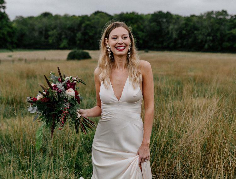 在婚礼上,穿着高跟鞋的礼服,穿着高跟鞋的礼服