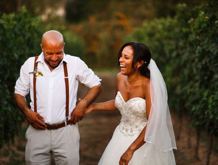 新郎和新郎结婚在婚礼上