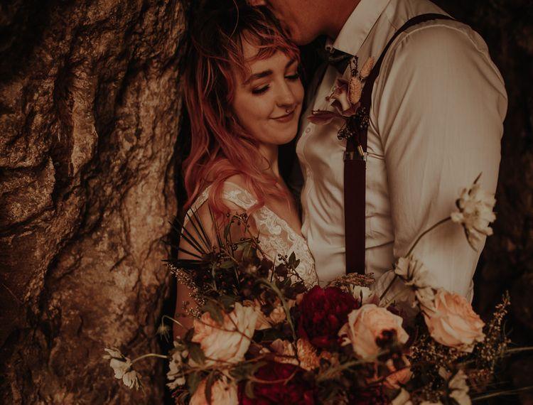 亲吻他的新娘