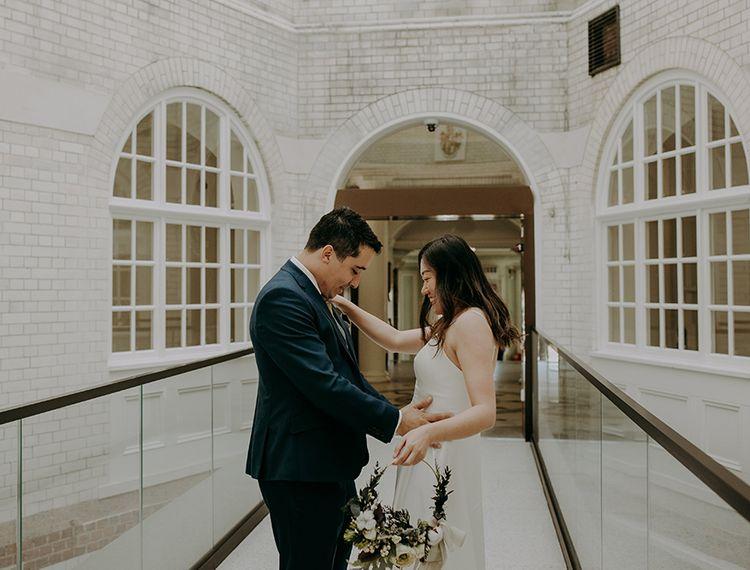 在婚礼上的裙子上的裙子