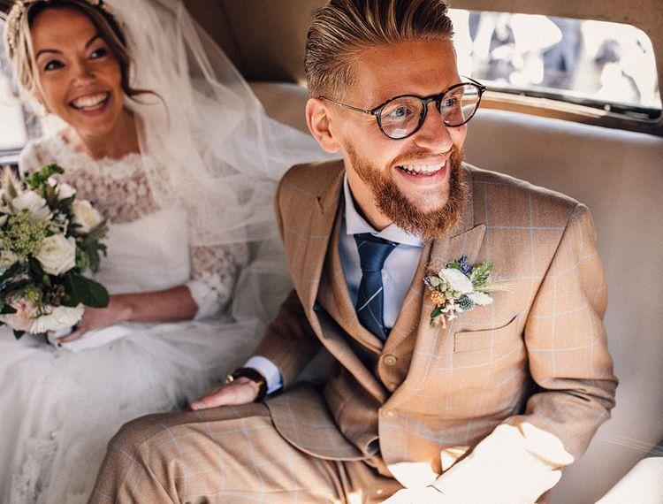 穿着新娘和礼服的礼服,穿着金色礼服