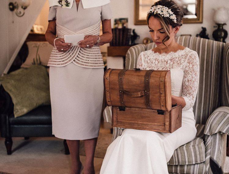 新娘的婚礼早上来了后备箱