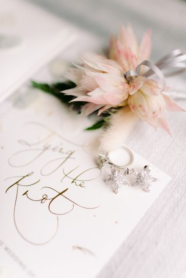 Tying the knot - wedding rings with tropical wedding flower