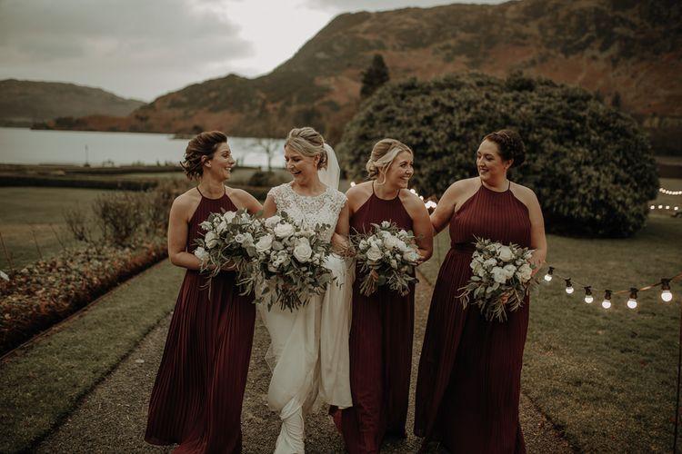 在皇后区的雪景镇和雪丽·雪丽的婚礼上,穿着礼服,穿着礼服和雪丽·布拉德斯特