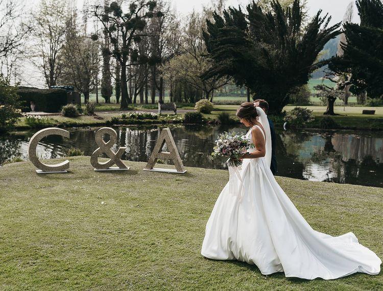 克莱尔·克莱尔在婚礼上的婚礼礼服
