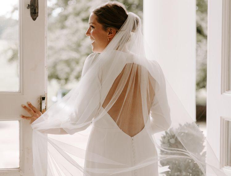 把婚礼礼服带礼服的新娘礼服