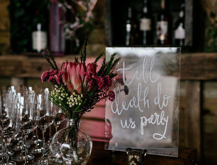 除非我们把新娘的婚礼都给贴上了红色礼服