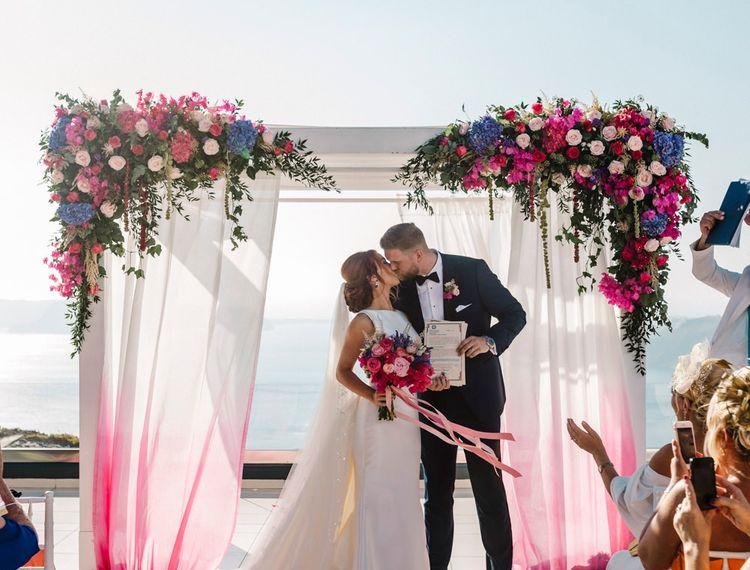 在他们的婚礼上,亲吻和雪蓉的婚礼