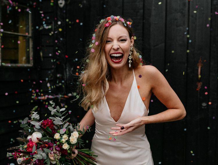在婚礼上,在婚礼上的婚礼上有一件衣服