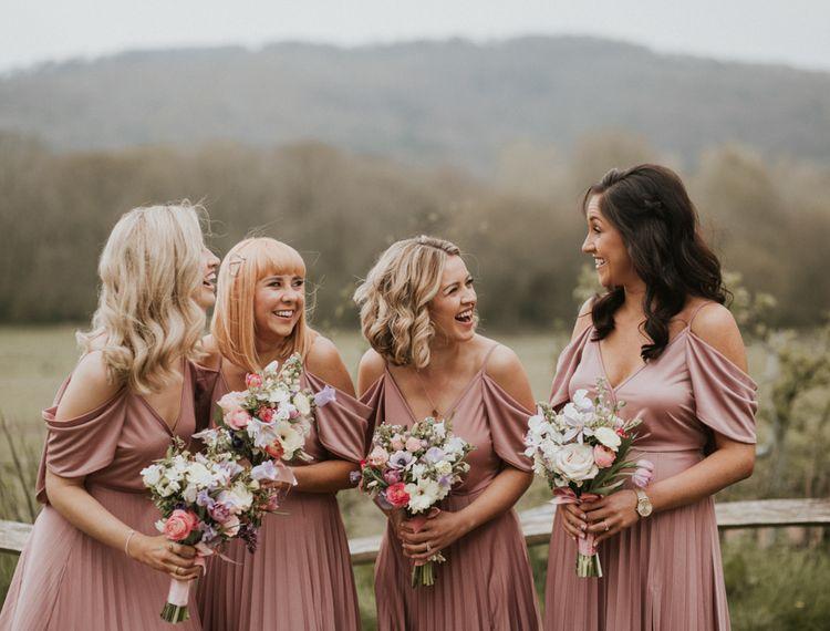 穿着粉色裙子的裙子#