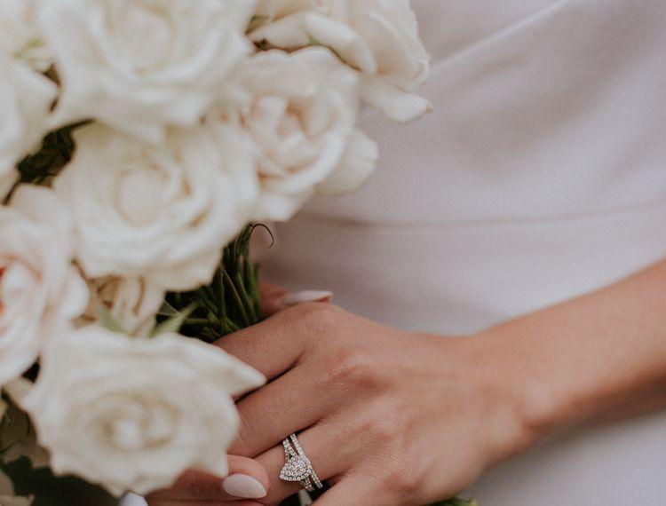 钻石和玫瑰戒指的玫瑰