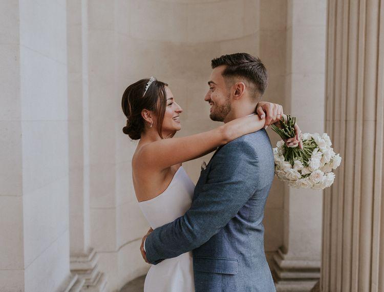 新郎和新娘在一起,在圣马可婚礼上