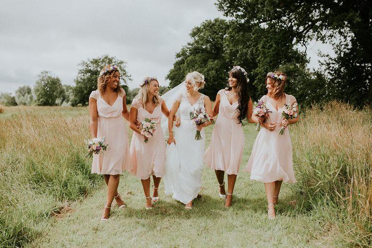 Alternative Wedding Group Shots // Image By Suzi Photography