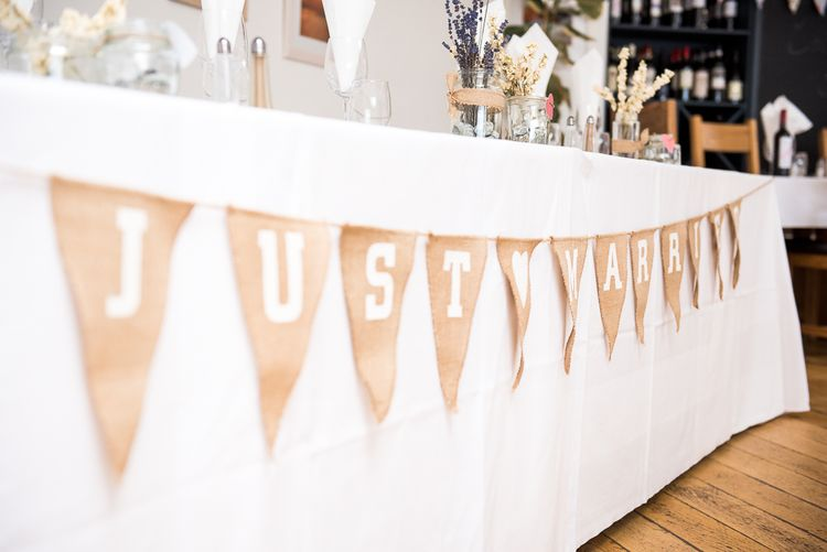 Burlap Bunting | Coastal Wedding at Driftwood Spas St Agnes, Cornwall | Jessica Grace Photography
