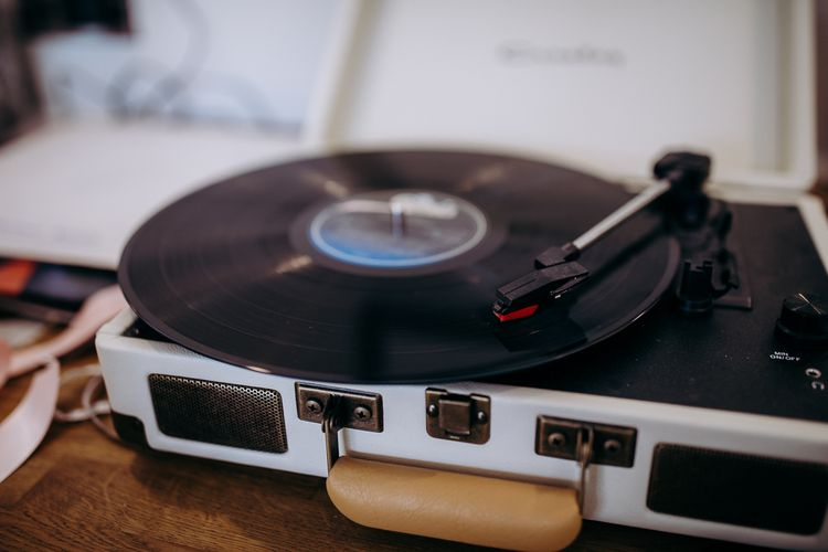 Vintage Record Player // Hen Party Afternoon Tea And Flower Crown Workshop